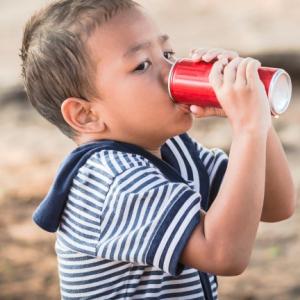 Uống Nước Có Ga Sẽ ảnh Hưởng Tới Sự Phát Triển Chiều Cao ở Trẻ.