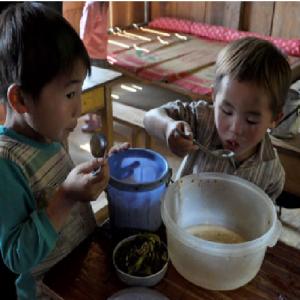 Bữa ăn Thiếu Chất Của Những Trẻ Em Vùng Cao