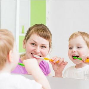 Mẹ Tạo Thói Quen Tốt Cho Trẻ Bằng Cách Dạy Bé đánh Răng Trước Và Sau Khi ăn